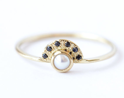 טבעת אירוסין עם פנינה ויהלומים שחורים