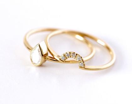טבעת אירוסין טיפה, טבעת יהלום טיפה, סט טבעות אירוסין, סט טבעות אירוסין נישואין, טבעת כתר יהלום, סט טבעות לכלה, ארטמר