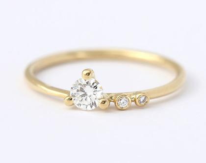 טבעת אירוסין לא סימטרית, טבעת אירוסין מודרנית, טבעת אירוסין מעוצבת, טבעת יהלום 0.2 קראט, טבעת אירוסין עדינה, טבעת אירוסין מיוחדת, ארטמר