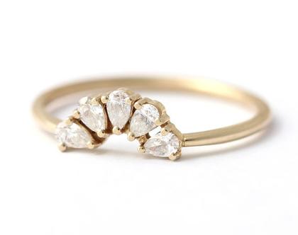 טבעת חמישה יהלומים, טבעת יהלומים בצורת טיפה, טבעת אירוסין עדינה, טבעת אירוסין משתלבת, טבעת יהלום טיפה, טבעת חמש טיפות, טבעת עלי כותרת