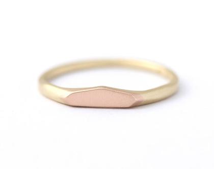טבעת נישואין לאשה, טבעת נישואין זהב אדום, טבעת נישואין שני צבעים, טבעת נישואין גיאומטרית, טבעת משני צבעי זהב, טבעת זהב אדום וצהוב