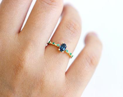 טבעת גרנט מחליף צבעים, טבעת אירוסין עם גרנט, טבעת גרנט ואמרלדים, טבעת אבני חן נדירה, טבעת מחליפה צבעים, טבעת אירוסין אחת מסוגה