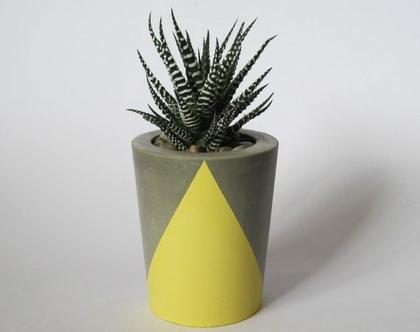 עציץ בטון בעיטור גיאומטרי - צהוב פסטל