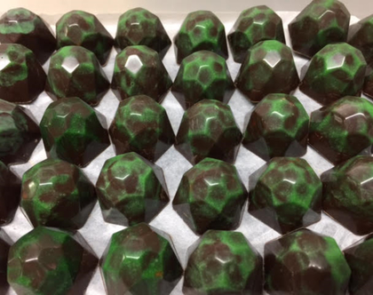 פרלין מריר ללא סוכר בגנאש שוקולד חלב ומחית אגוזי לוז