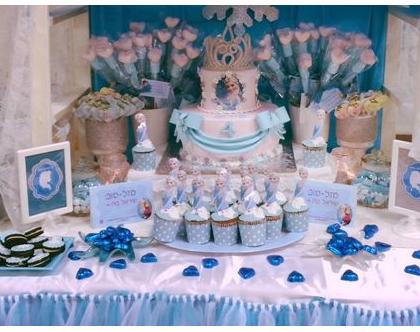 שולחן בר מתוקים, שולחן בר מתוקים לשבור את הקרח אלזה ואנה, שולחן מתוק פרוזן, שולחן מתוק של לשבור את הקרח, עיצוב אירועים לילדים