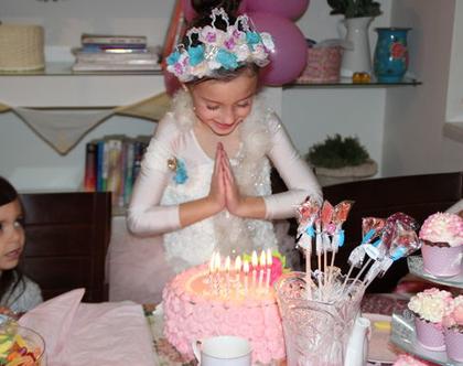 010, זר יום הולדת , זר יום הולדת לילדות, זר יום הולדת לראש לילדה, זר מיוחד ליום הולדת, זר מפרחים לראש ליום הולדת,