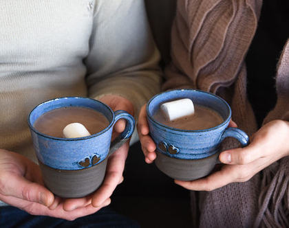 סט ספלי קרמיקה, זוג ספלים מעוצבים, ספלים כחולים, סט כוסות קפה, זוג כוסות תה, ספל לב, מתנה רומנטית, מתנה לאהובה, מתנה לזוג, מתנה לאשתי