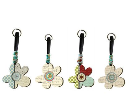 מחזיק מפתחות פרח וינטא'ג - איריס. מחזיק מפתחות מעוצב,משפטי השראה ,העצמה נשית,מתנה למורות וגננות,מתנה לסוף שנה ,מתנה לאירועים ,כוח נשי ,מוצרי