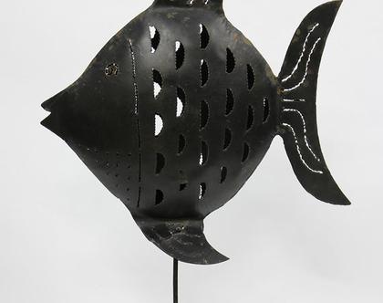 עששית דג גדולה ממתכת עם תושבת לנר