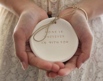 צלוחית לטבעות נישואין   צלוחית לטבעות חתונה Home is wherever I'm with you   מתנה לחתונה   מתנה ליום נישואין   מתנה לאירוסין   כרית לטבעות