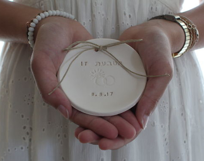 צלוחית לטבעות נישואין   צלוחית לטבעות חתונה   בטבעת זו תאריך החתונה   מתנה לכלה   מתנה לחתונה  יום נישואין   מתנה לאירוסין   כרית לטבעות