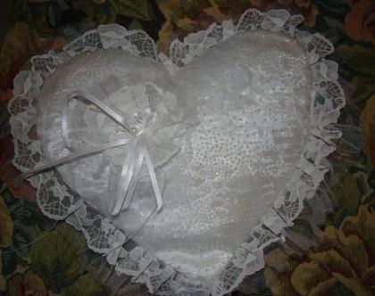כרית מהודרת בצורת לב לטבעות נישואין -משלוח חינם!