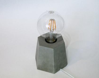 מנורת שולחן מבטון, תאורה, תאורה לבית, גופי תאורה, תאורה לסלון, מנורות לסלון, גופי תאורה, מנורות, מנורה דקורטיבית, מנורת אווירה