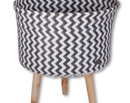 סל עם רגלי עץ-אפור לבן גאומטרי up mid