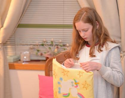 יום הולדת בנות, סדנת יצירה כריות לבנות - יצירה ליום הולדת כרית חד קרן לבנות - סדנת יצירה ליום הולדת בנות, מקדמה בסך: