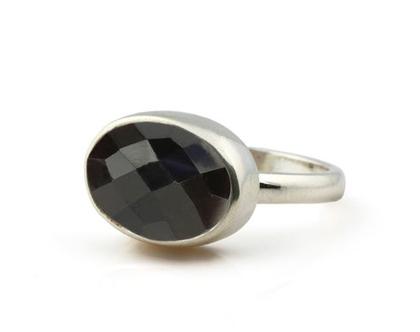 טבעת אוניקס מכסף - טבעת שחורה - טבעת אבן חן - טבעת בשיבוץ אבן חן - טבעת לאשה - טבעת מתנה - טבעת ייחודית