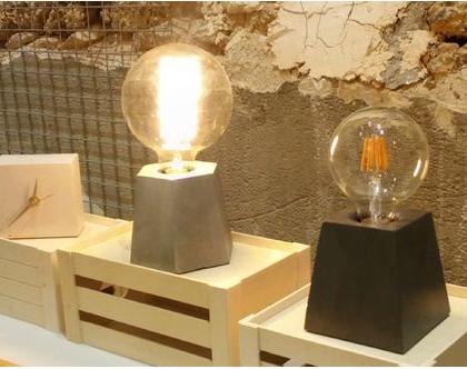 מנורת שולחן מבטון - בצורת משושה, מנורת שולחן, גוף תאורה, תאורת אווירה, גופי תאורה, מנורה דקורטיבית, מנורה מעוצבת, מנורה תעשייתית, מנורות