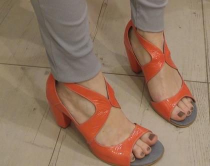 """נעל עקב """"ברבור"""" בזוקה"""