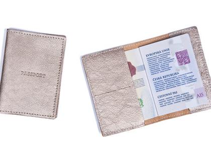 כיסוי דרכון מעור ● כיסוי דרכון מעוצב ● כיסוי פספורט ● נרתיק לדרכון ● אקססוריז לטיולים ● נרתיק לפספורט ● מתנות ממותגות ● מתנות למטיילות ●