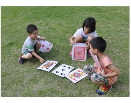 משחק קלפים ענקיים