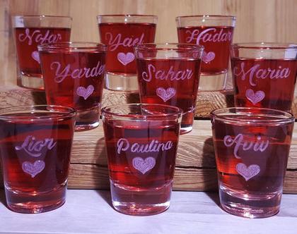 מסיבת רווקות, 9 כוסות שאט, מתנות למסיבת רווקות, מיתוג אירועים, חריטה בעבודת יד