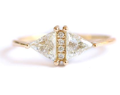 טבעת אירוסין ארט דקו, טבעת ארט דקו, טבעת יהלום משולש, טבעת אירוסין גיאומטרית, טבעת יהלומים, טבעת אירוסין מיוחדת