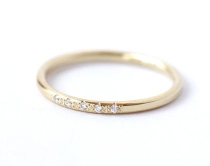 טבעת נישואין לאישה, טבעת נישואין עדינה, טבעת זהב דקה, טבעת יהלומים, טבעת נישואין משובצת
