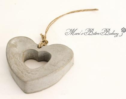 לב בטון | לב לתלייה | אקססוריז לתלייה על הקיר | מובייל לב | הום סטיילינג | עיצוב הבית
