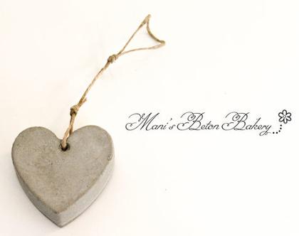 לב קטן | לב לתלייה | אקססוריז לתלייה על הקיר | מובייל לב | הום סטיילינג | עיצוב הבית