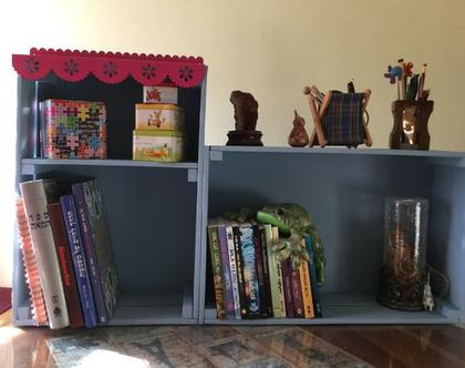 כוננית ארגזים, ספריית ארגזים, כוננית עץ, כוננית עץ ממוחזר, כוננית עבודת יד, כוננית ספרים, מעמד לספרים, מעמד ארגזים, ארגז עץ