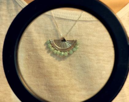 תליון כסף עם אבן אמזונייט, תליון עם אבן ירקרקה, שרשרת עם תליון, תליון עם חרוזי אמזונייט, תכשיטים בעבודת יד