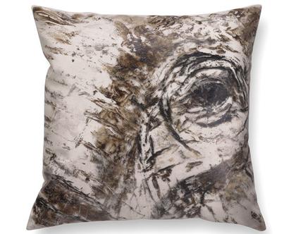 כרית עם איור פיל - כרית פיל - כרית מיוחדת - כרית נוי מעוצבת לסלון - כרית דמוי עור בצבע בז׳ כרית עם רישום אמנותי - כרית מודפסת - כרית אמנותית