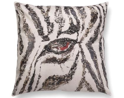כרית עם איור זברה - כרית עם זברה - כרית פסים שחור לבן - כרית נוי מעוצבת לסלון - כרית דמוי עור בצבע בז׳ - כרית מודפסת - כרית אמנותית