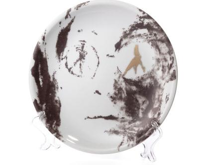 צלחת אוכל מפורצלן וזהב 24k - צלחת אמנותית מאויירת - צלחת לתליה על הקיר - סט כלים יוקרתי - ג׳ון לנון - כלי אירוח - צלחת מעוצבת אמנות שימושית