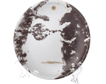 צלחת אוכל מפורצלן וזהב 24k - סט כלים יוקרתי - ג׳ון לנון - כלי אירוח - צלחת אמנותית מאויירת - צלחת לתליה על הקיר - צלחת מעוצבת אמנות שימושית
