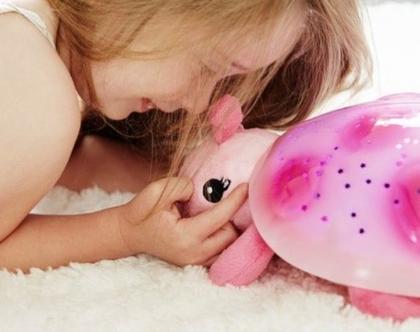 מנורת לילה, בובה מאירה, אור כוכבים, קלאוד בי, בובה עם אור כוכבים, מנורת לילה לתינוק, תאורת לילה לתינוקות, cloud b