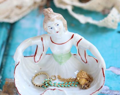 קערת פורצלן לתכשיטים וינטאג' מקורי. קערת פורצלן לסבון. וינטאג' אירופאי. פורצלן עתיק. דמות אשה מפורצלן. קופסאת תכשיטים וינטאג'.