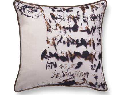 כרית קטיפה אמנותית - כרית נעימה לכורסא - כרית מודפסת - כרית עם הדפס כרית נוי לסלון - כרית דקורטיבית - כרית מאויירת - כרית קטיפה חומה לסלון
