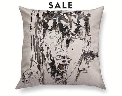 כריות עם רישום אמנותי - כרית מעוצבת לסלון - כריות דמוי עור - כרית שחור לבן - כריות בצבע בז׳- כרית אמנותית