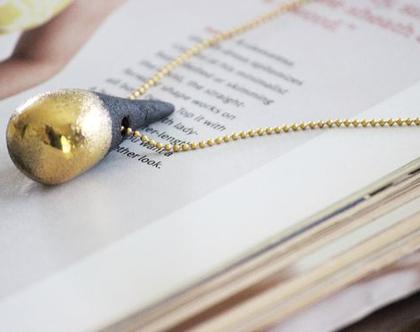 שרשרת קרמיקה שחור-זהב, שרשרת מעוצבת, חרוזי קרמיקה, תליון קרמיקה זהב, תליון שחור בצורת טיפה, שרשרת זהב, שרשרת ערב, שרשרת לאישה, שרשרת מתנה