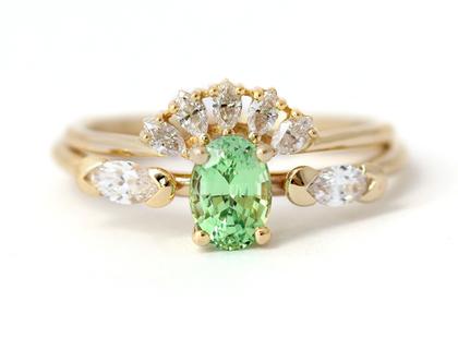 סט טבעות נישואין, טבעת משובצת אבן גרנט בצבע מנטה, טבעת אירוסין ירוקה, טבעת כתר יהלום, טבעת יהלום מרקיזה, אבן בצבע מנטה