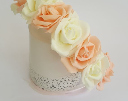 זר לראש   משי   זר פרחים   עיטור ראש   כתר   חגיגה   יום הולדת   קישוט   ורדים   שמנת   אפרסק   זר לבוק   פרום   מלאכותי