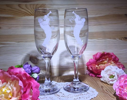 זוג כוסות שמפניה עם חריטה משני צידי הכוס, מתנה ליום נישואים, מתנה מקורית