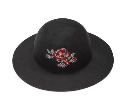 כובע לבד קלאסי עם רקמת צלבים , כובע נשים מעוצב, כובע חורף, כובע רקום