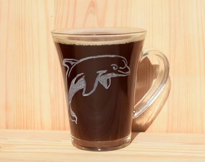 דולפין, כוס קפה עם דולפין, מתנה אישית, חריטה אומנותית, דולפין
