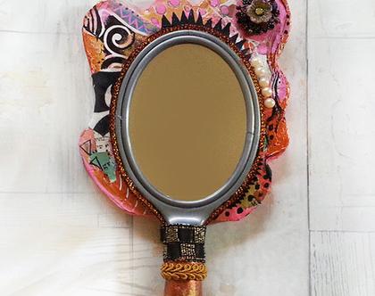 מראה קסומה | מראת יד מעוצבת | בסגנון פנטזיה | צבעוניות שמחה | בעבודת יד | One of a Kind | בטכניקת מיקס מדיה | אמנות מקורית | מתנה רומנטית |