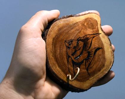 מתלה למפתחות, פרוסות עץ, צריבה על עץ, דג