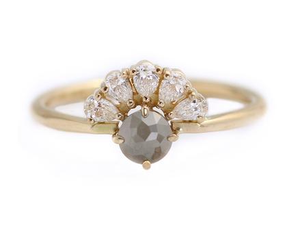 טבעת אירוסין בחיתוך רוז קאט, טבעת אירוסין בשיבוץ יהלום אפור, טבעת 0.5 קראט, טבעת אירוסין עדינה, טבעת יהלום אפור, טבעת יהלום בחיתוך טיפה