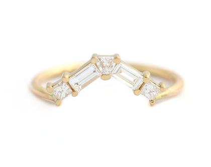 טבעת נישואין יהלום באגט, יהלום בחיתוך באגט, טבעת בצורת שברון, יהלום בחיתוך טריליון, טבעת נישואין בחיתוך נסיכה, טבעת נישואין בסגנון ארט דקו