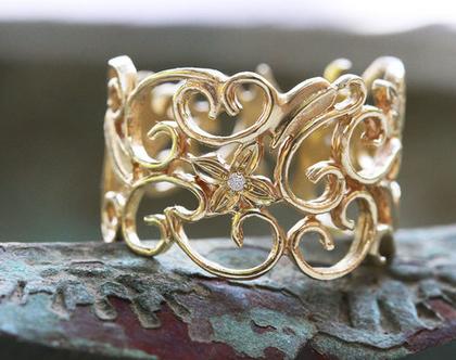 טבעת זהב תחרה, טבעת אירוסין יהלומים, טבעת אירוסין פרחים ועלים, טבעת אירוסין מיוחדת, טבעת מתנה לאישה, טבעת תחרה רחבה, טבעת זהב פרחים